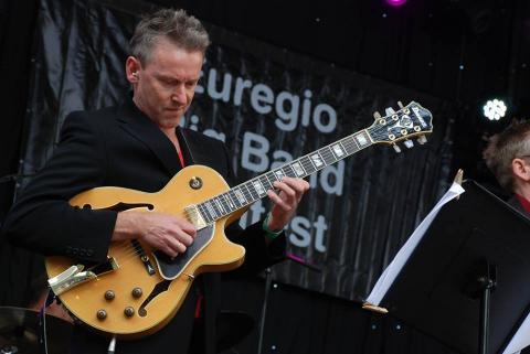 Henk Frans de Vries tijdens Big Band Contest Enschede 2013